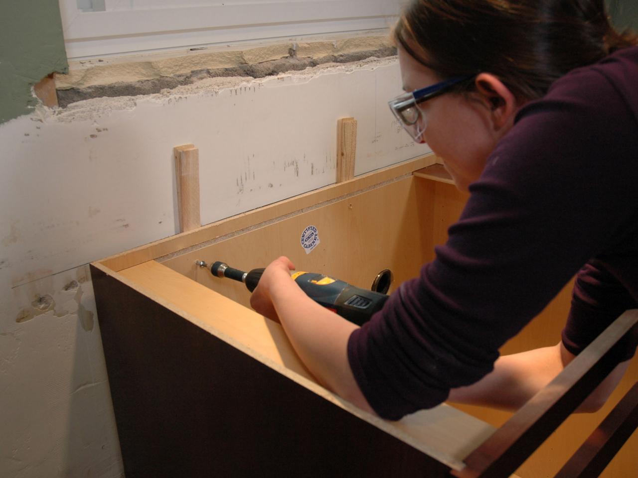 آموزش اندازه گیری طبقات کابینت,آموزش نصب کابینت ام دی اف,نصب متعلاقات کابینت,